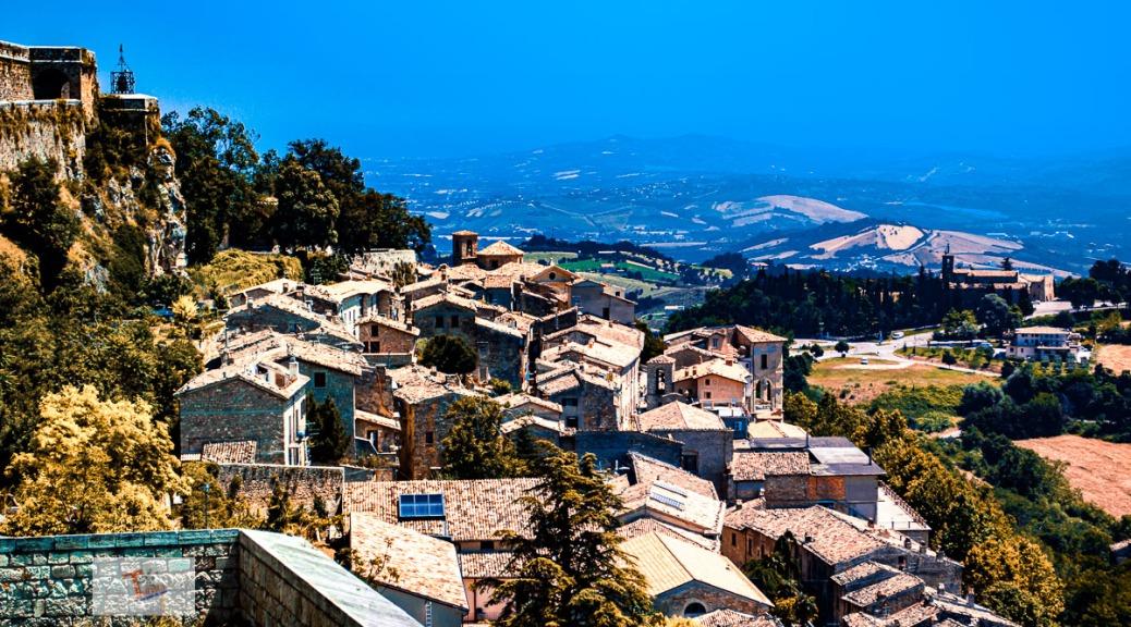 Civitella del Tronto, panorama sul borgo - Turista a due passi da casa