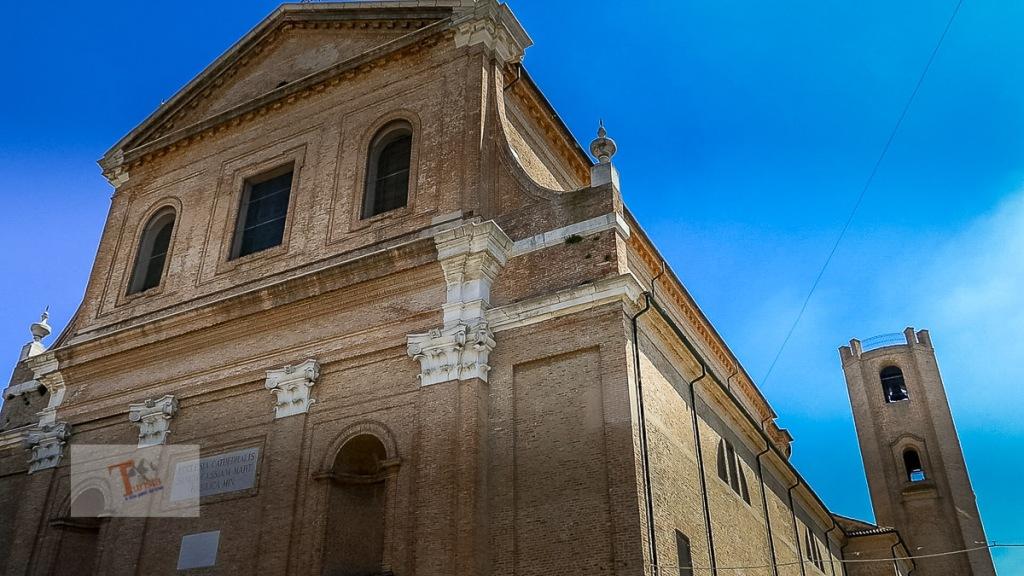 Comacchio, Duomo e torre campanaria- Turista a due passi da casa