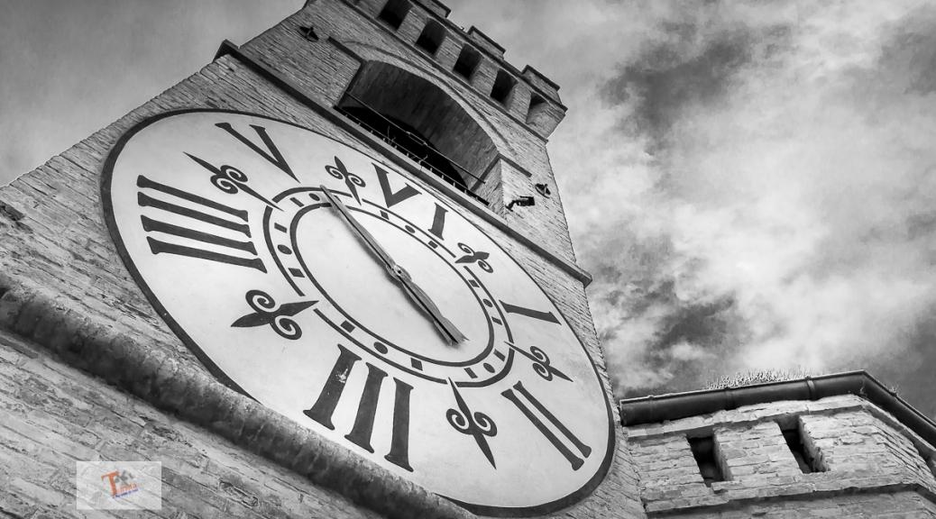 Brisighella, torre orologio - Turista a due passi da casa
