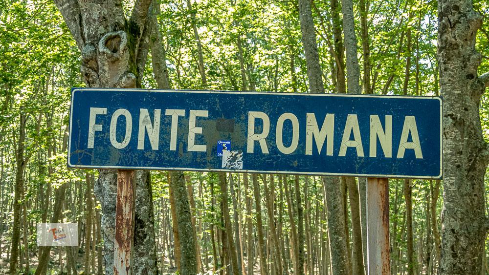 Fonte Romana, cartello - Turista a due passi da casa
