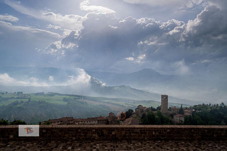 San Leo, panorama dalla Rocca - Turista a due passi da casa