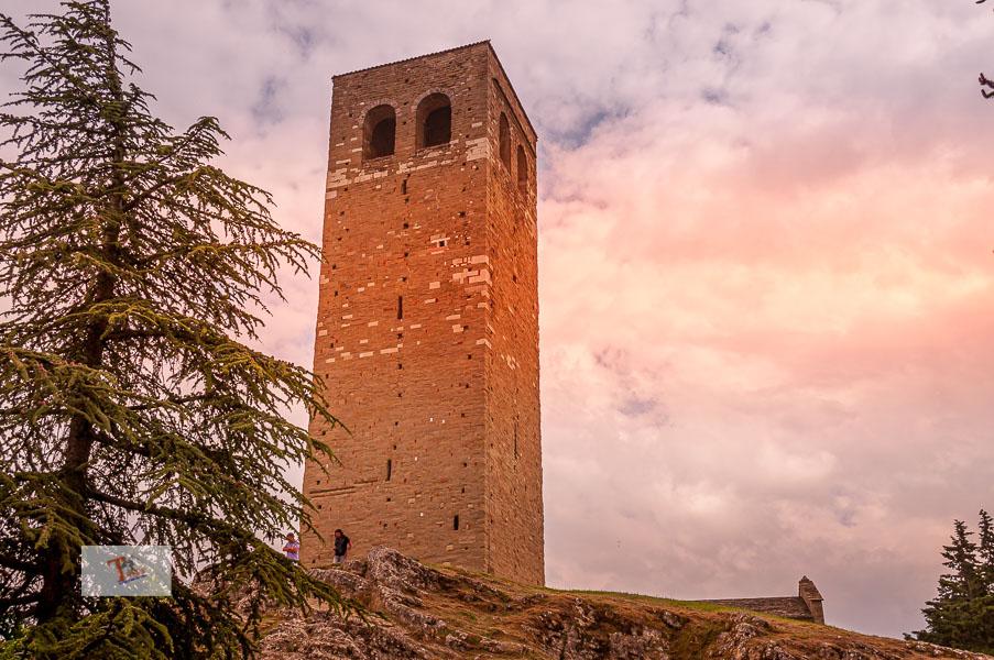 San Leo, torre campanaria - Turista a due passi da casa