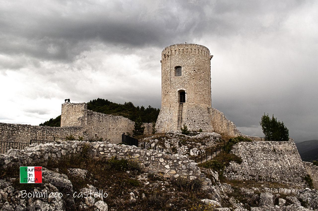 Bomniaco, torre cilindrica del castello