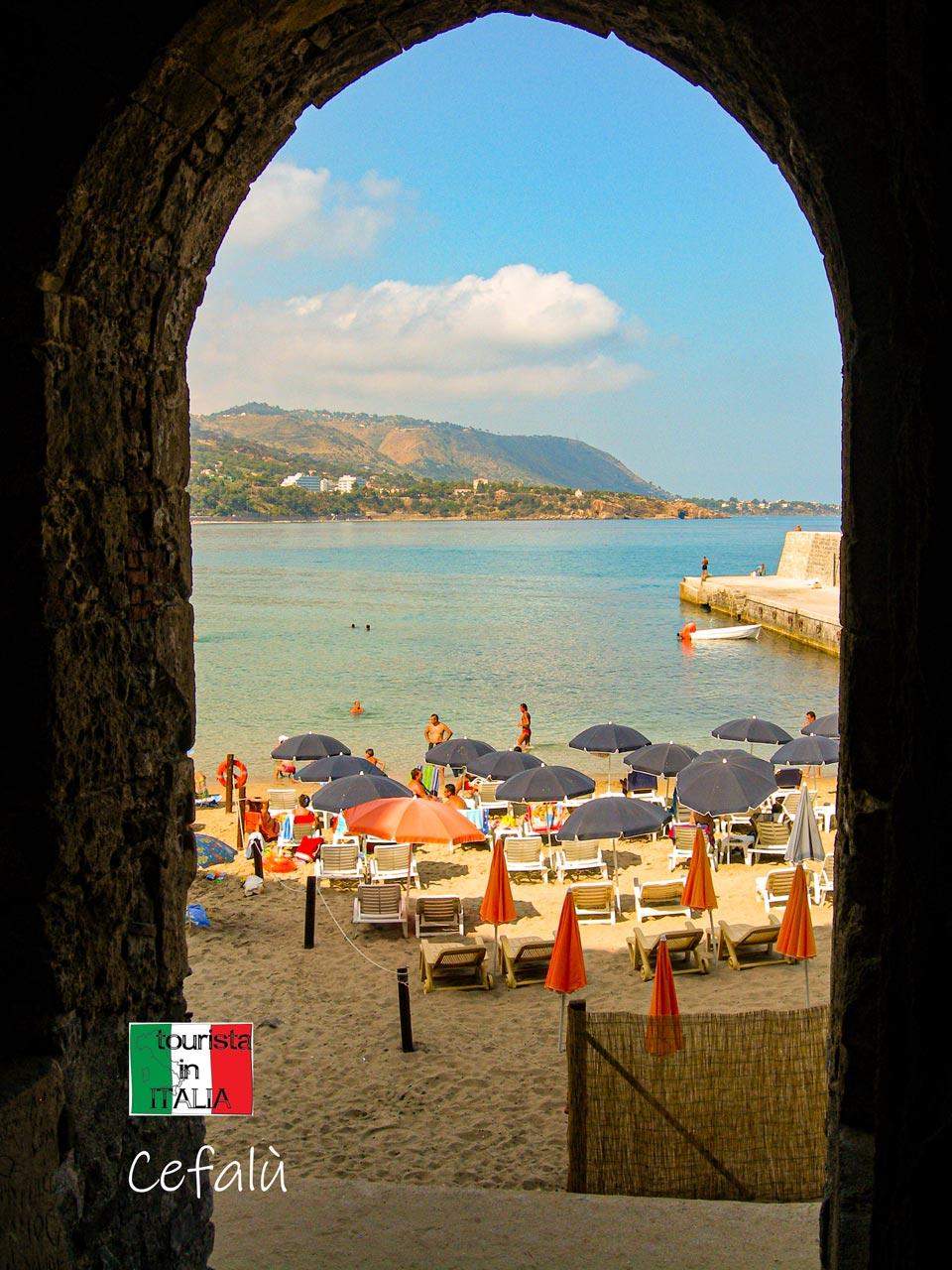 Cefalù, scorcio sul mare da Porta Pescara