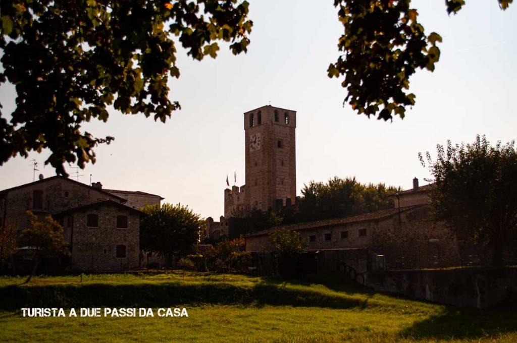 Castellaro Lagusello, la torre - Turista a due passi da casa