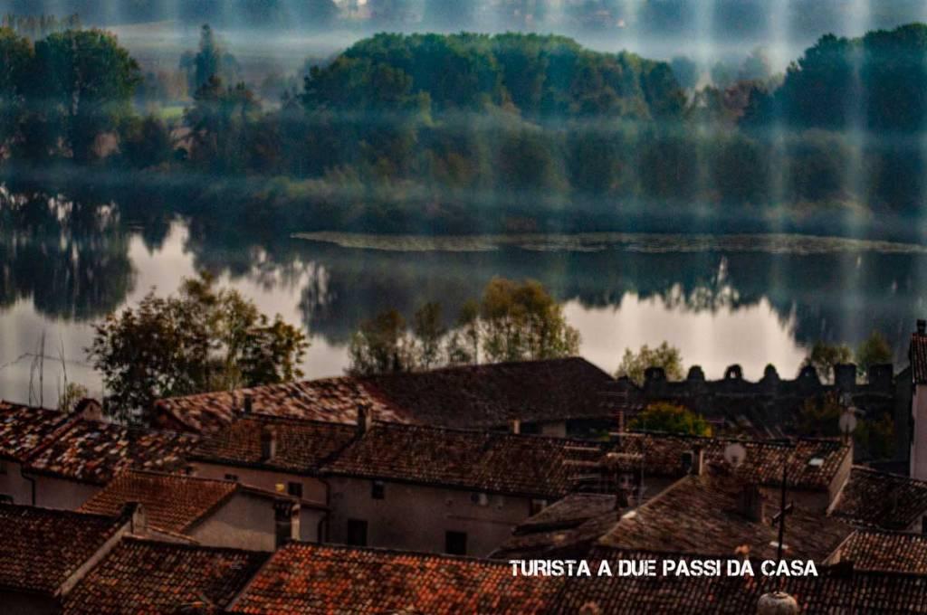 Castellaro Lagusello, il lago visto dalla torre - Turista a due passi da casa