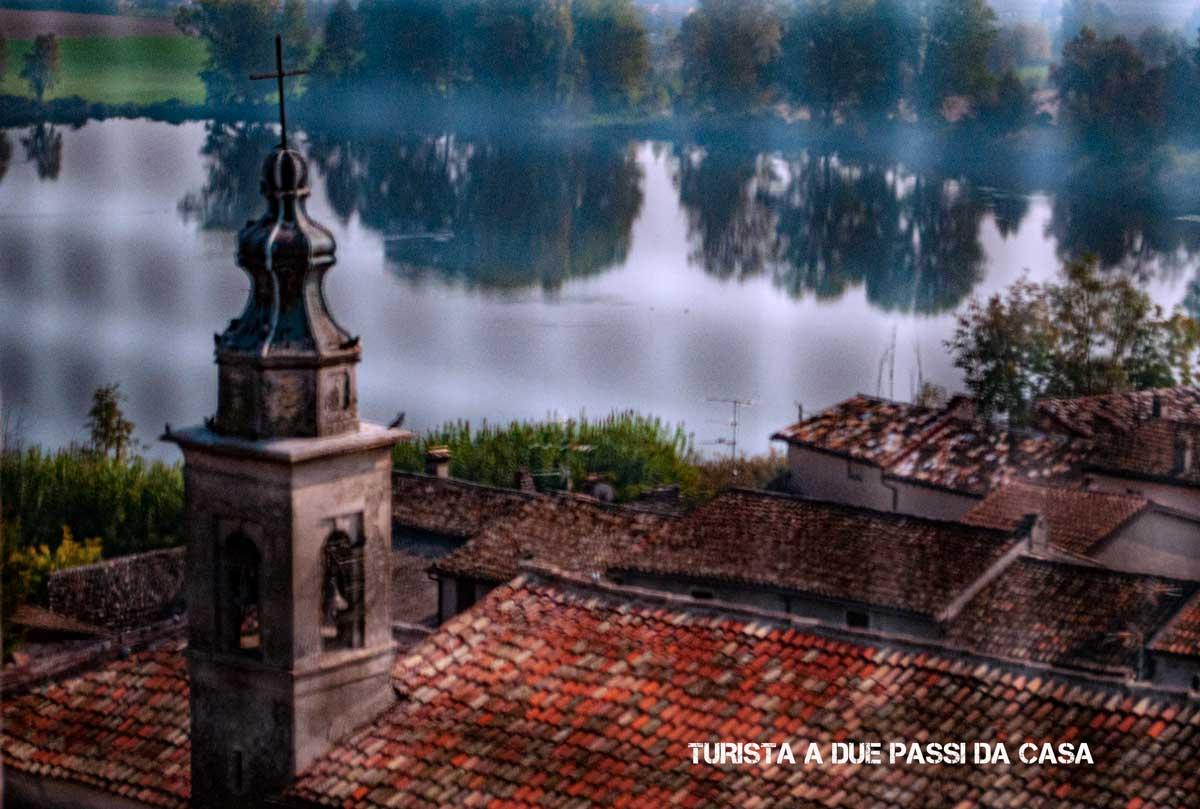 Castellaro Lagusello, il lago visto dalla torre del campanile - Turista a due passi da casa