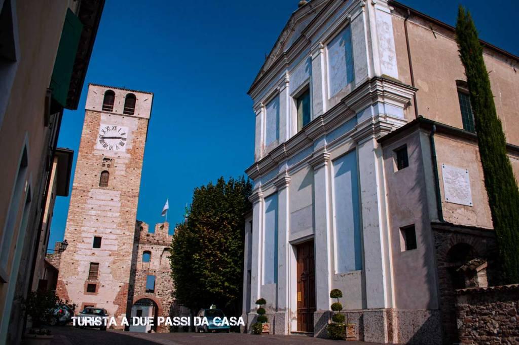 Castellaro Lagusello, la chiesa parrocchiale e la torre - Turista a due passi da casa