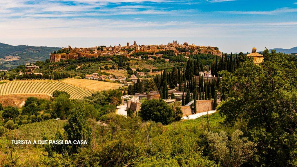Orvieto, panorama- Turista a due passi da casa