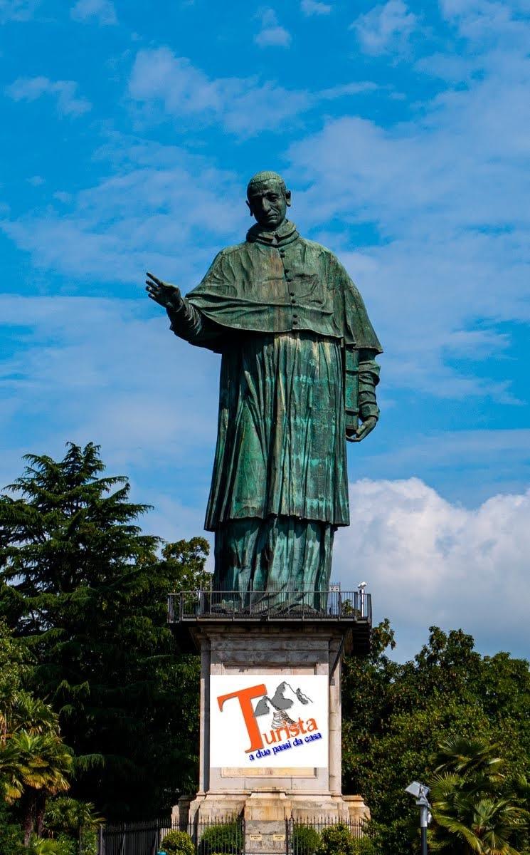 Arona, statua di San Carlo Borromeo - Turista a due passi da casa