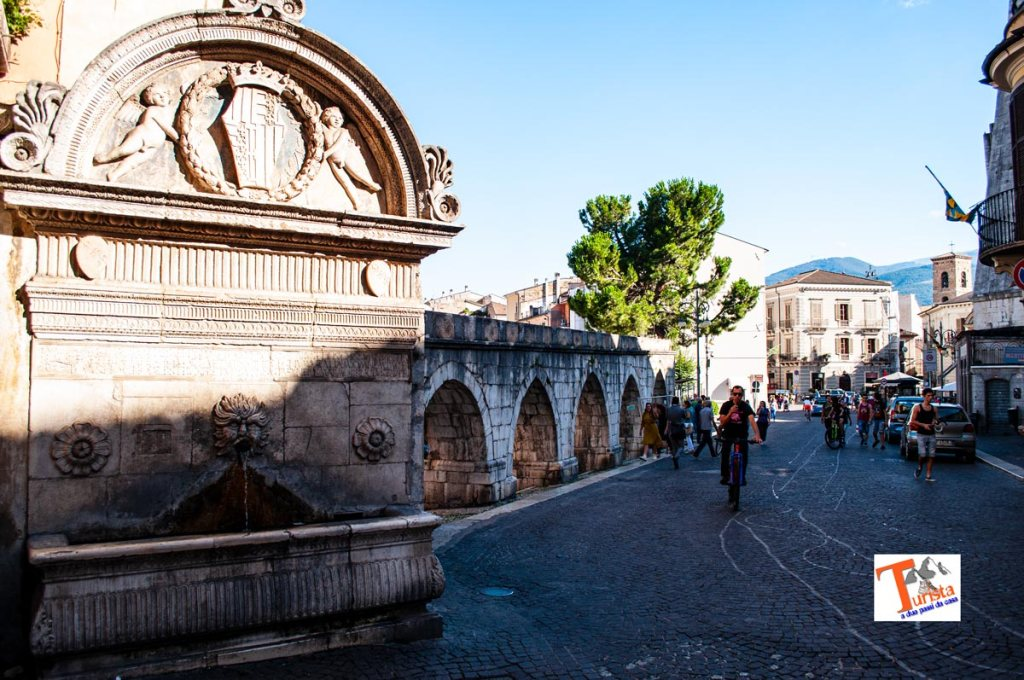 Sulmona, fontana del Vecchio e acquedotto medievale - Turista a due passi da casa