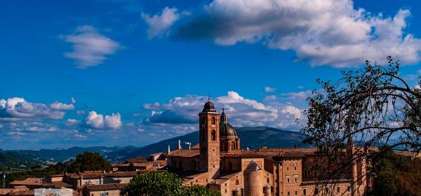 Urbino panoramica da Parco resistenza - Turista a due passi da casa