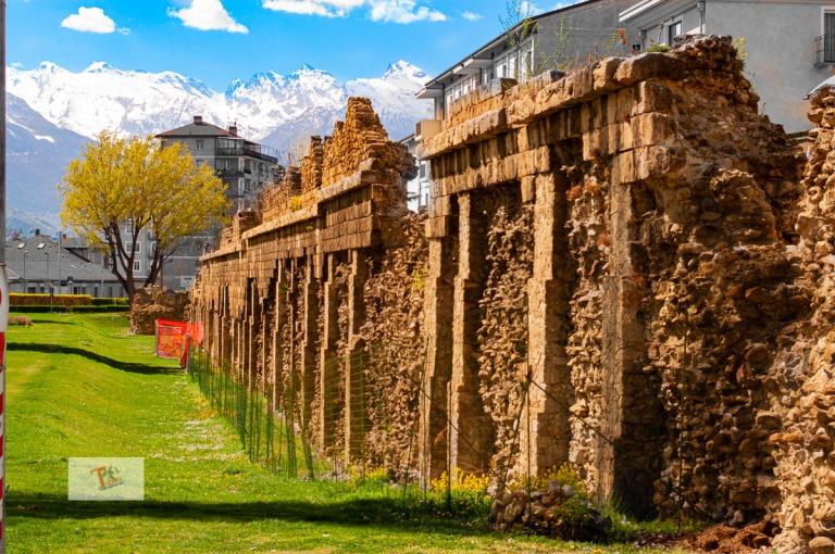 Seguendo un itinerario religioso ad Aosta, tra edifici di ...