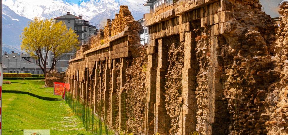 Aosta, mura romane - Turista a due passi da casa