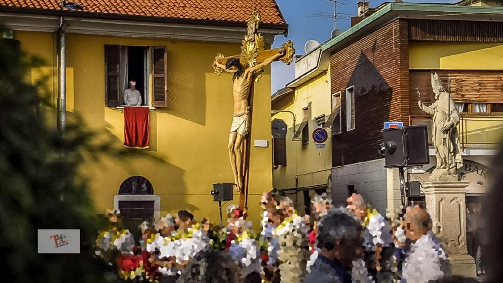 Castano Primo, Crocifisso in processione- Turista a due passi da casa