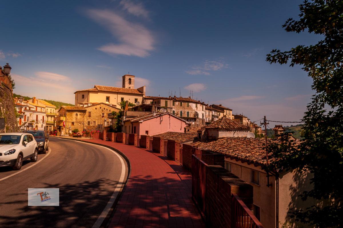 Castelli, panorama - Turista a due passi da casa