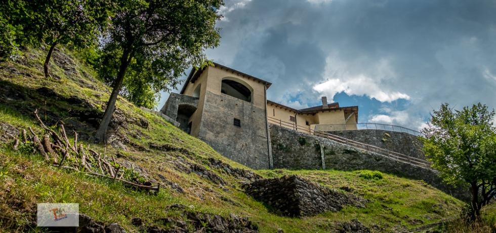 Santa Maria sopra Olcio, complesso visto da sotto - Turista a due passi da casa