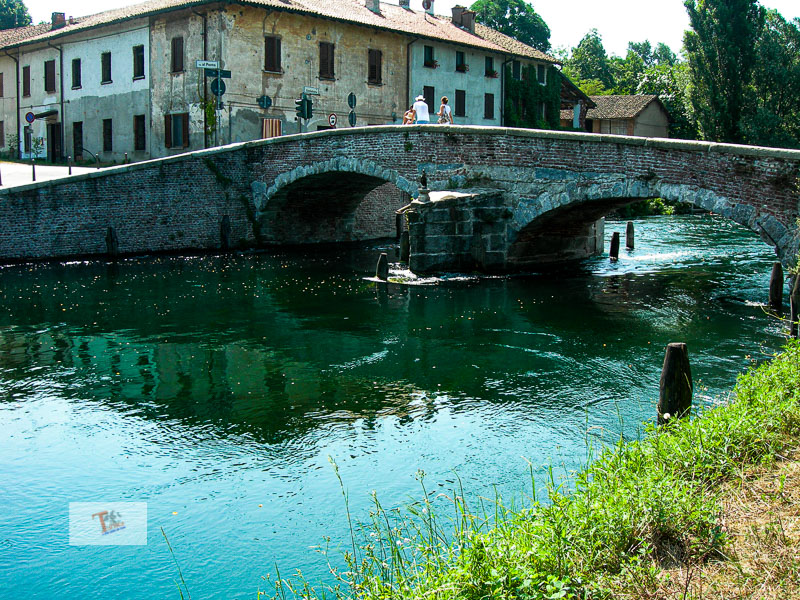 Castelletto di Cuggiono, ponte in pietra 02- Turista a due passi da casa