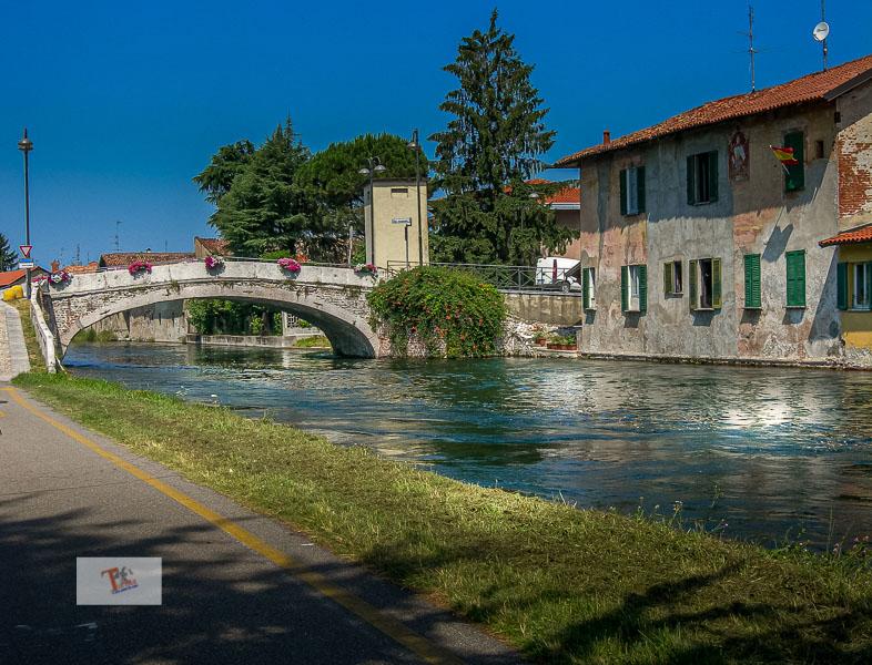 Castelletto di Cuggiono, ponte in pietra sul Naviglio- Turista a due passi da casa