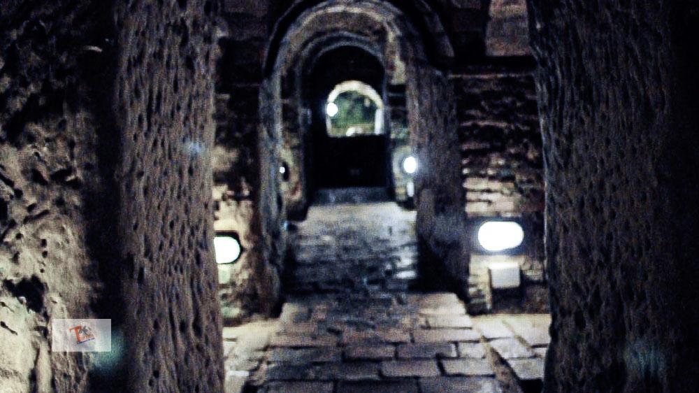 Grotte di Gradara, un cunicolo - Turista a due passi da casa