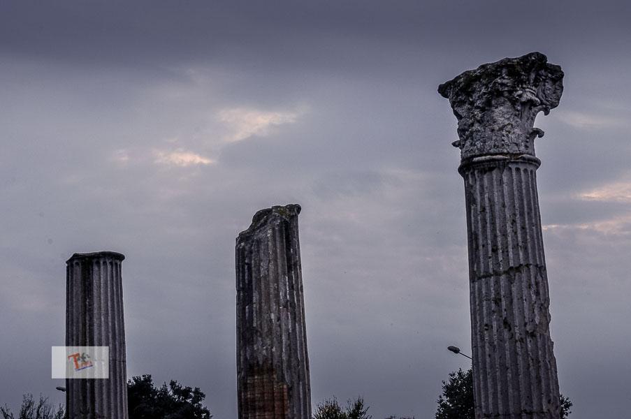 Aquileia, colonne nell'area archeologica - Turista a due passi da casa