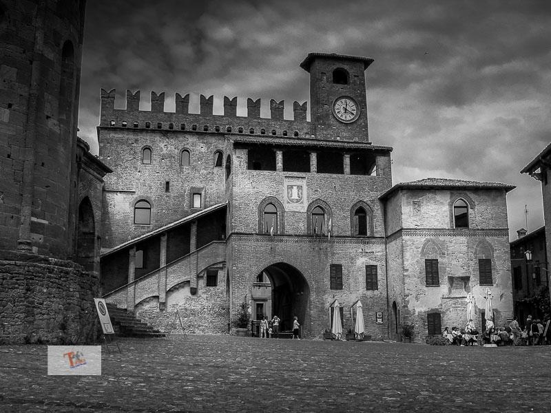 Castell'Arqauto, Palazzo del Podestà - Turista a due passi da casa