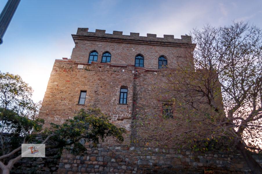 Muggia, castello- Turista a due passi da casa