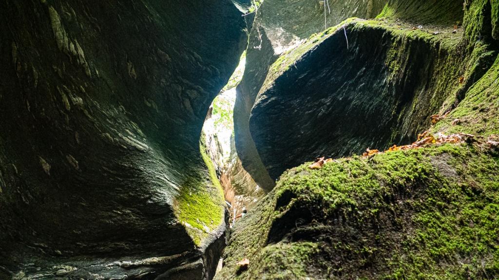 Orrido di Uriezzo, roccia nell'Orrido Sud 02 - Turista a due passi da casa
