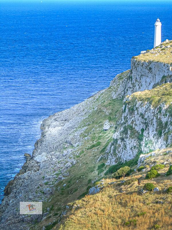 Otranto, lungo la costa - Turista a due passi da casa
