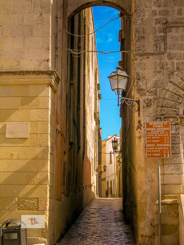 Otranto, varco di piazza basilica - Turista a due passi da casa