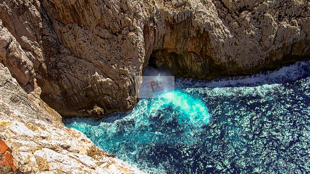 Capo Caccia, rocce a strapiombo sul mare - Turista a due passi da casa