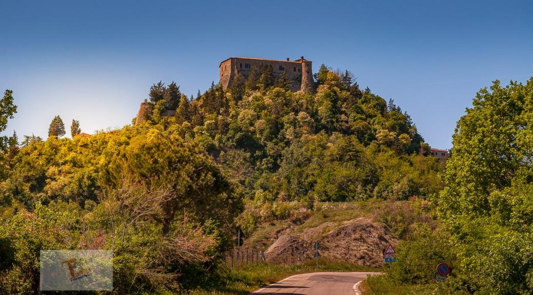 Montebello, la rocca - Turista a due passi da casa