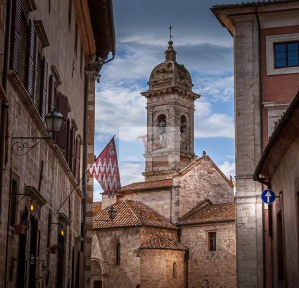 San Quirico d'Orcia, Scorcio sul centro storico - Turista a due passi da casa
