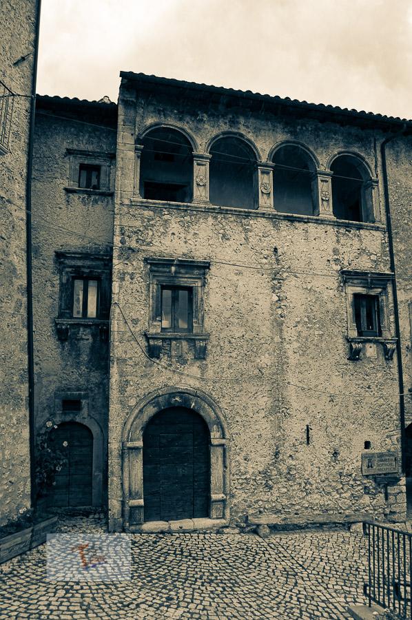 Santo Stefano di Sessanio edificio quattrocentesco- Turista a due passi da casa